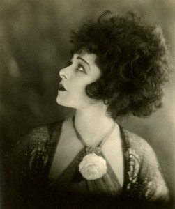 alla-nazimova-portrait-in-the-silent-film-camille-19211