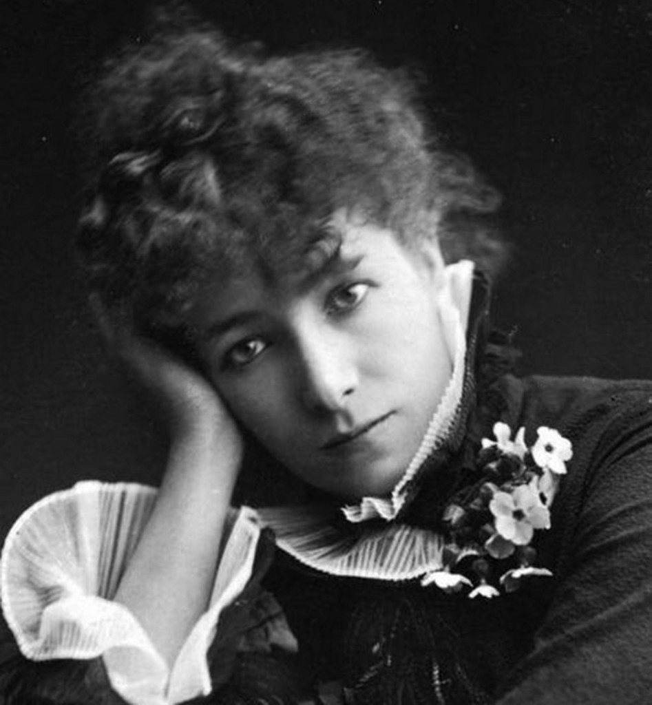 Sarah_Bernhardt_by_Paul_Nadar_(crop)